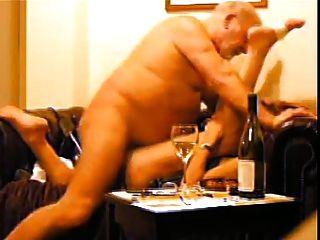 ديك الجد كبير يمارس الجنس مع فتاة
