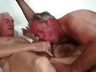 bisex زوجين ناضجة وصديق 1