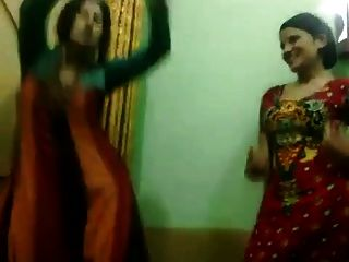 الباكستانية الساخنة لا خالاتهم تتمتع الرقص