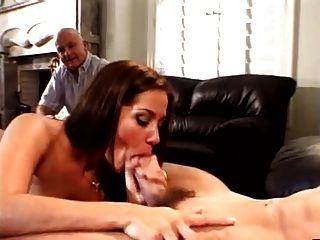 زوج يحب لمشاهدة الزوجة مع عشيقها المغربي