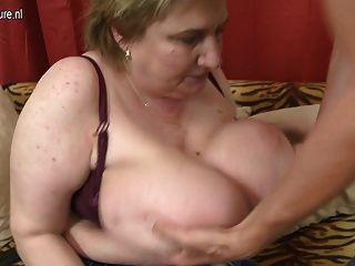 ضخمة أمي BBW الصدر الحصول على استغل من قبل لها لعبة فتى
