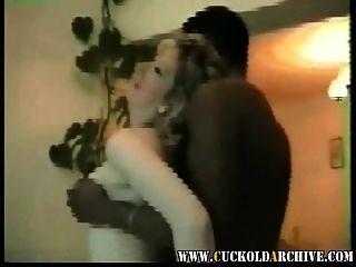 الديوث أرشيف زوجة خمر الفيديو المنزلية مع الثور الأسود الكبير