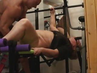 الجدة الدهون يفعل الشرج في صالة الألعاب الرياضية