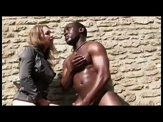 يمارس الجنس مع الحمار الأسود الثابت الخاص بك وأنت الحب الكلبة