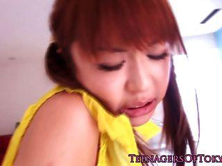 جميلة الداعر في سن المراهقة اليابانية في سراويل داخلية لها