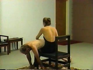 الجلد الخاص الرجعية وجلسة الضرب بالعصا مع عشيقة شقراء
