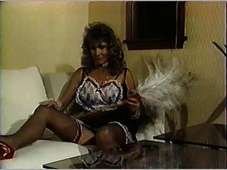 يوم الاستحمام الثدي لمدبرة منزل وخادمة