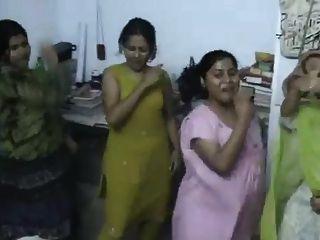 نزل بنجلاديش فتاة الرقص