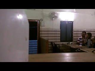 فرنك بلجيكي الهندي الضغط مص مطعم فرنك غيني الثدي