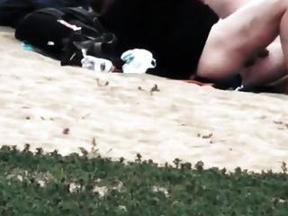 يمارس الجنس في الشاطئ