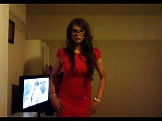 كروسدرسر] kaylagirl80 في فستان أحمر