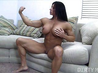 أنجيلا سالفانو والبظر كبير