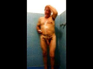 STR8 بابا تجسس في الاستحمام خزانة
