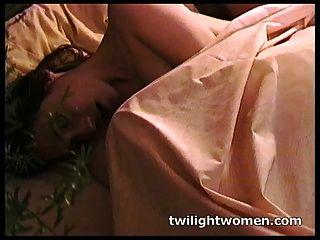 twilightwomen الاستمناء مثليه مطيع والتقبيل