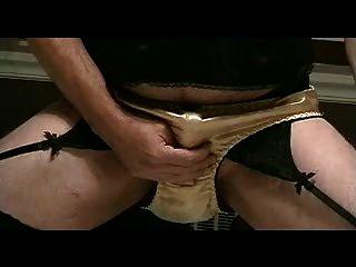 اللباس الداخلي صبي يلعب في سراويل الذهب الساتان جزء 3