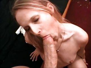 نحيف شيك يحصل الوجه مارس الجنس الديك الكبير