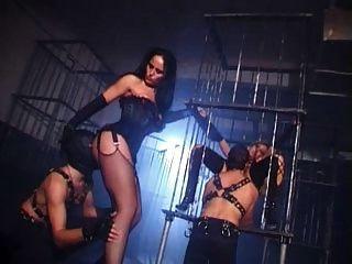 بريتيش سلوت دانيال يحصل مارس الجنس في ال زنزانة