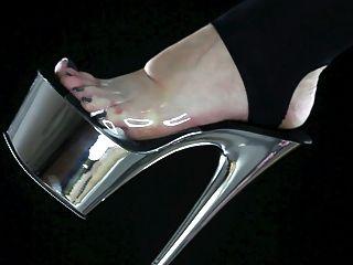 ابتلاع الأوساخ قدم قدميك، هيمنة القدم