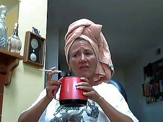 سيدة الساخنة و قدمها مثير 3