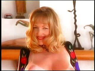 داني آش تجريد لها حمالة الصدر و سراويل