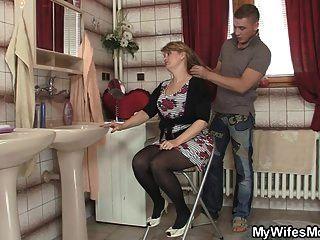 زوجته يترك وانه الانفجارات أمي الساخنة