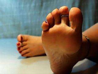 أقدام جميلة وأصابع القدمين غير عارية