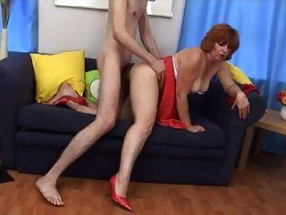 حار جدا أحمر الشعر وقحة ناضج مارس الجنس بواسطة شاب غاي