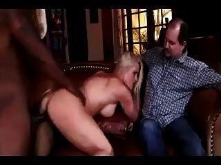 الدهون بعل مشاهدة زوجته المستخدمة من قبل الرجل الأسود