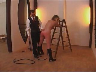تنظيف سيدة تعذيب