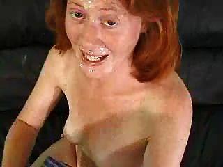 أحمر الشعر يحب نائب الرئيس على وجهها