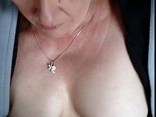 #homemademature لطيف أمي يعطي هج \u0026 شاعر المليون على الثدي