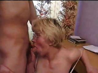 زوجة ناضجة الروسية الغش على رجلها مع صديقي الشاب