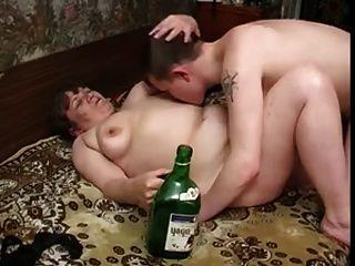 الجدة مع الثدي لذيذ، طبطب الجسم \u0026 الرجل