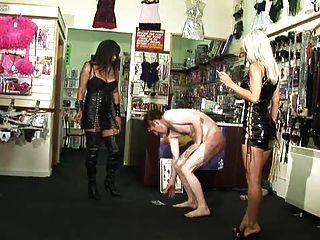 بستيد \u0026 مارس الجنس في متجر الجنس