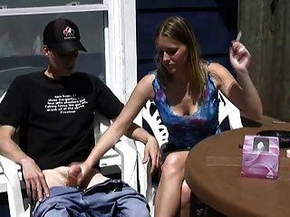 إريكا يدخن سيجارة و رعشة بعيدا عن صبي!
