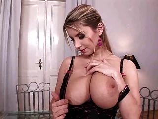 مفلس كاتارينا يلعب مع لها كبير الثدي