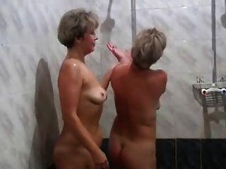 الروسية الامهات إيرينا فاليا في الساونا