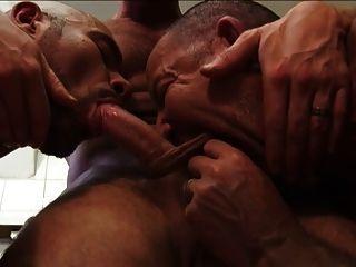 الرجال في العمل 3 الساخنة ومشهد تفوح منه رائحة العرق 3