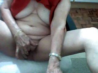البرازيلي الجدة 62 سنة منفردا