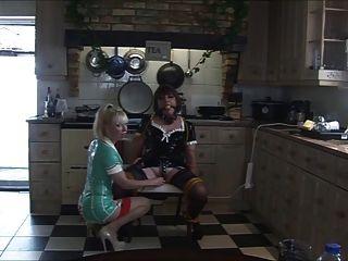 ممرضة سيدتي c يثير انجليكا في المطبخ مرة أخرى