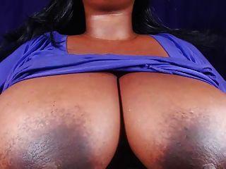 ببو يظهر كبير الثدي و الحلمات الثابت
