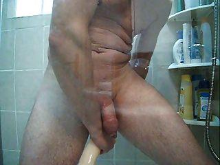 حقنة شرجية في الحمام وكبيرة دونغ مزدوجة في مؤخرتي