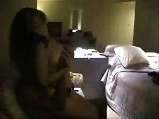 إلى داخل، أداة تعريف إنجليزية غير معروفة، غرفة الفندق، ب، الثور الأسود