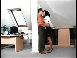 هذا حار سيدة مدرب يحصل مارس الجنس في عمل