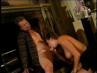 جميلة الشرج امرأة سمراء مع كبير الثدي يحب ل كوك في كل من لها هولز