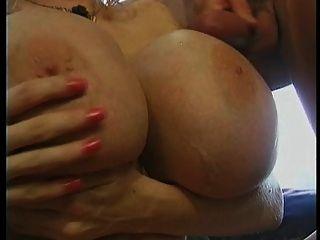 ميجا الثدي