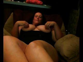 فات ببو غف مع كبير الثدي تظهر لها كس