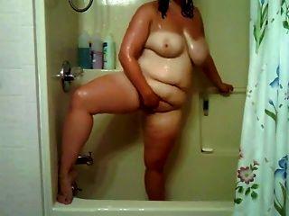 فتاة السمين في الحمام اللعب مع بوسها
