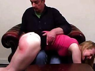 الأب يعاقب ليس ابنته (فيلم قصير)