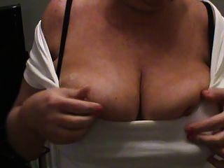 زوجتي البالغ من العمر 48 عاما أول فيديو
